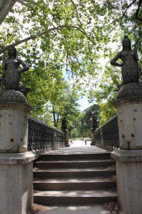 pont dans le parc sempione