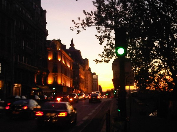 le musée d'orsay dans le soleil couchant de Paris