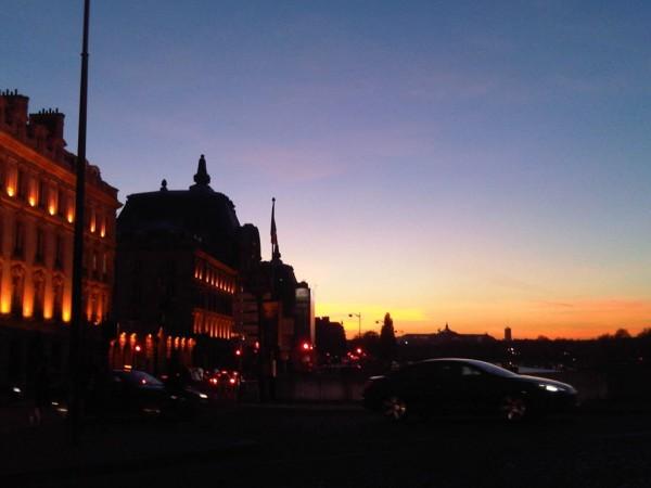 photo au soleil couchant de Paris