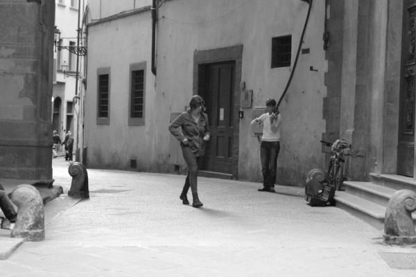 Musicien et promeneur dans les rues de Florence