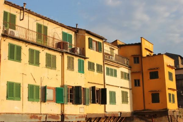 façades au soleil couchant à Florence
