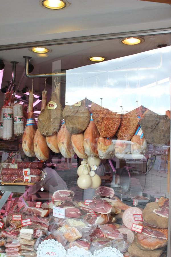 étalage de viande dans une boucherie de Gênes