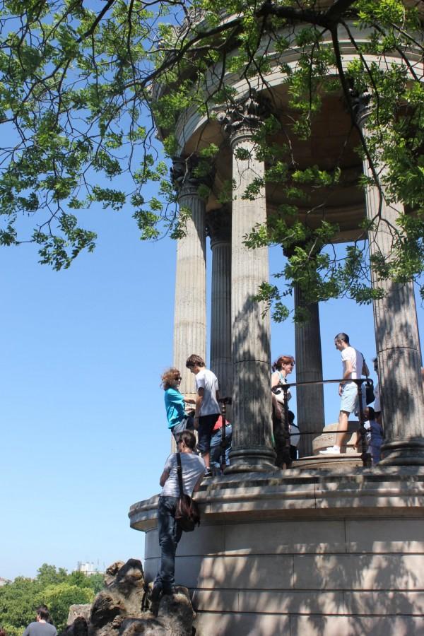 zoom sur le belvedere du parc chaumont à paris