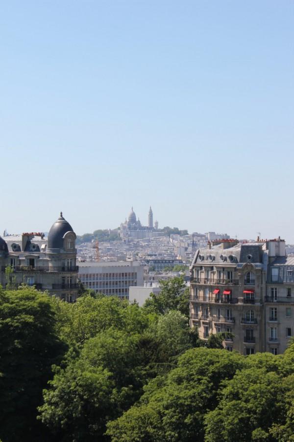 Vue sur Montmartre depuis les buttes Chaumont