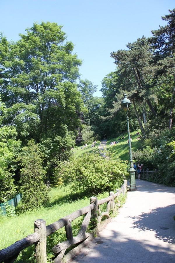 chemin dans le parc Chaumont