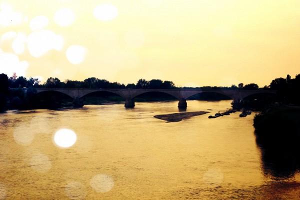pont au soleil couchant en italie