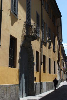 rue ensoleillé à Côme