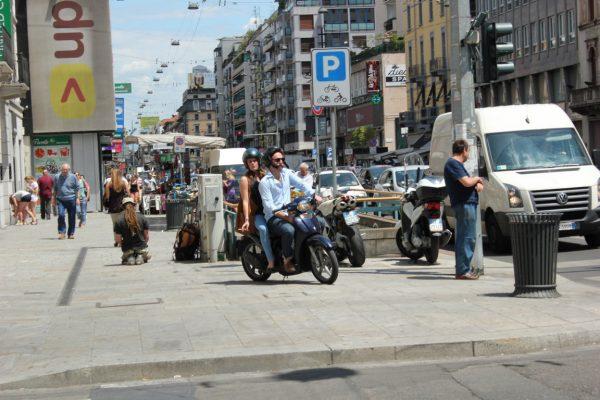 scooter dans la rue à milan