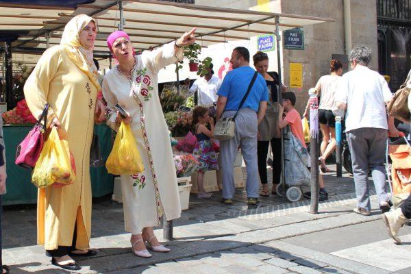 scène au marché d'Aligre