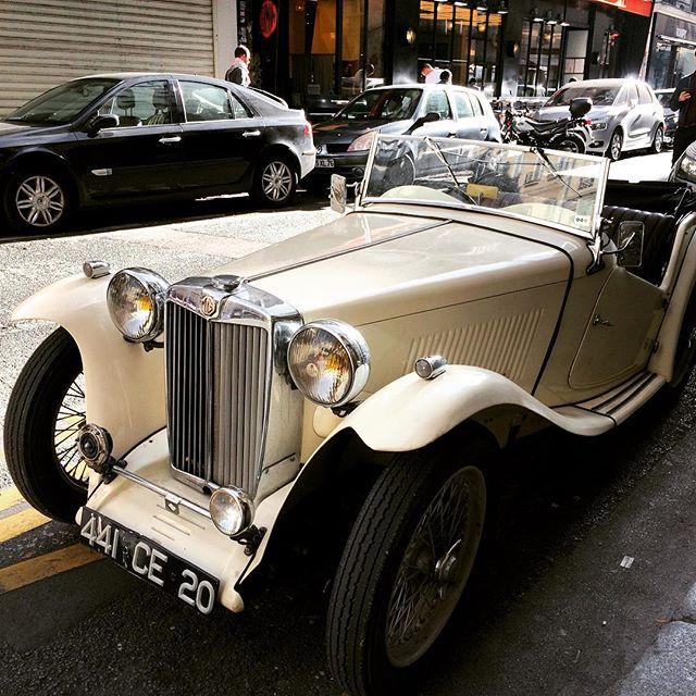 #oldcars #paris #vintagecar #stgermaindespres