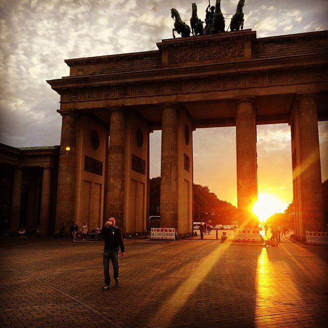 #brandburgertor #sunset #romantic #berlin #tiergarten
