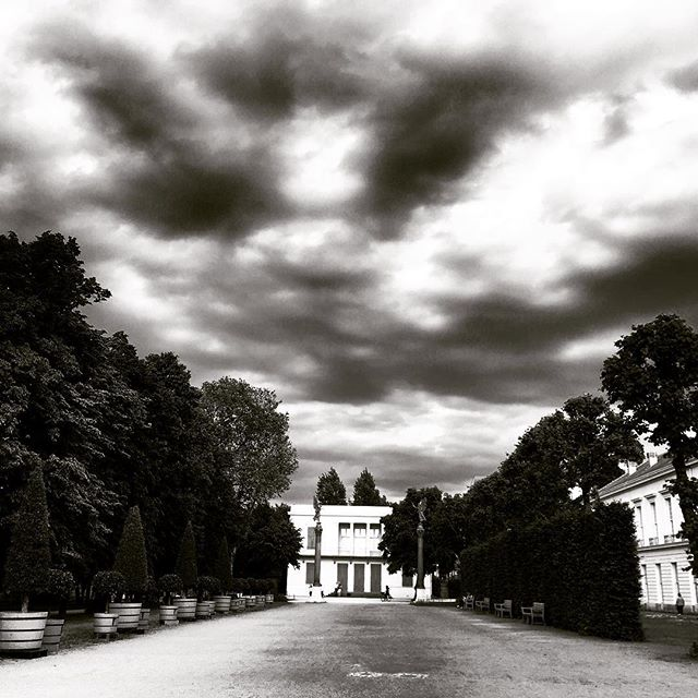 After going running  in the park ... #berlin #charlottenburgschloss #blackandwhite #deutschland #allemagne #germany #park#chateau #schloss #charlottenburg #westberlin