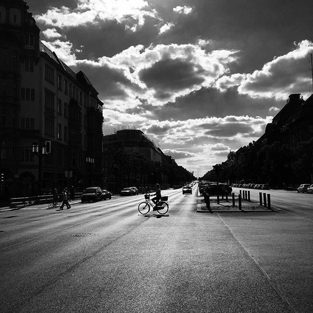 #Berlin #germany #iloveberlin #deutschland #allemagne #streetart #streetstyle #streetphotography #nofilter #amazing #ruedeberlin #streetofberlin #inberlin #westberlin