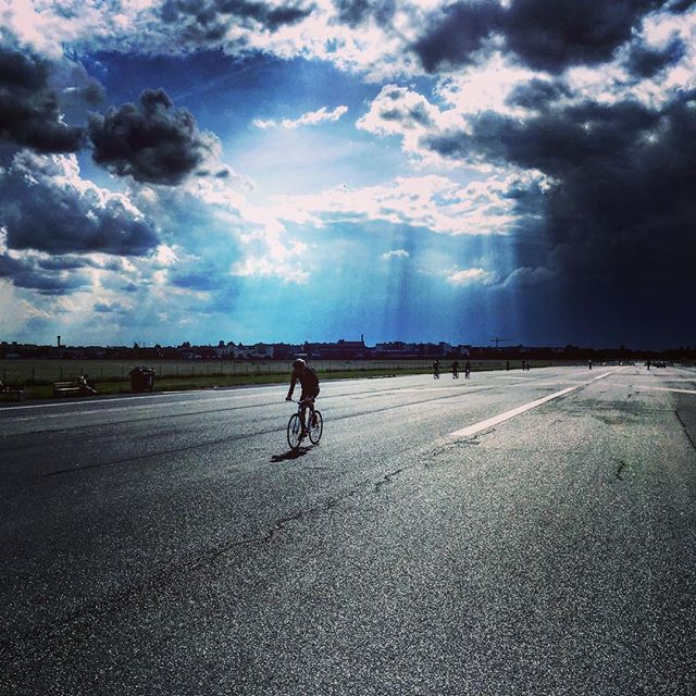 #berlin #templehof #bike #cycling #amazingskies #airport #flughafen #velo #ciel #nuages #cloud #germany #allemagne #berliniscool #iloveberlin #freedom #enjoyiglife #peaceandlove #citytrip