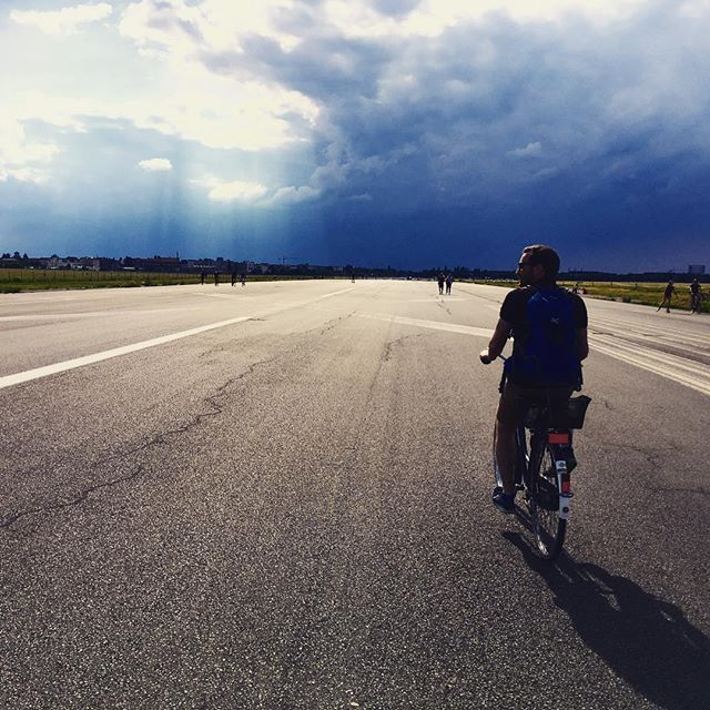 #berlin #allemagne #deutschland #templehof #flughafen #aeroport #velo #cycling #bike #germany #summer #goodlife #goodvibes #fantastic