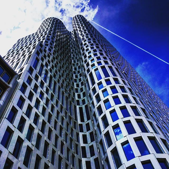 #building #vertical #berlin #amazing #deutschland #Germany #allemagne #bluesky #skyline #skyblue #architecture #architecturephotography #architecturalphotography #blue